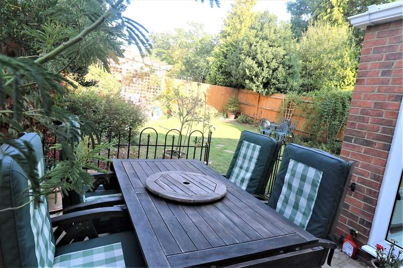 4 Bedrooms Semi Detached House for sale in Boakes Place, Ashurst, SO40