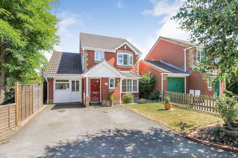 3 Bedrooms Detached House for sale in Rodmel Court, Farnborough, GU14