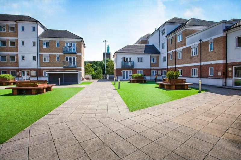 2 Bedrooms Flat for rent in Ley Farm Close, Watford, WD25