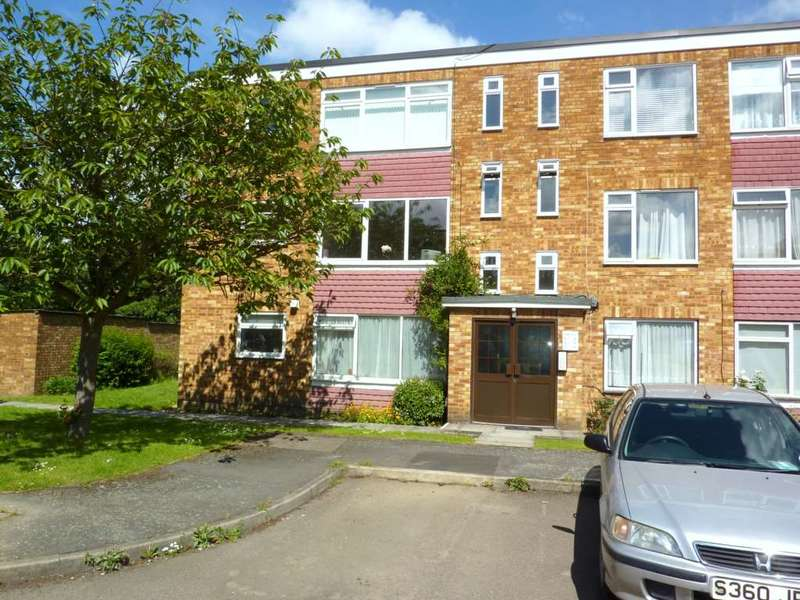 2 Bedrooms Flat for rent in Ryder Close, Bushey