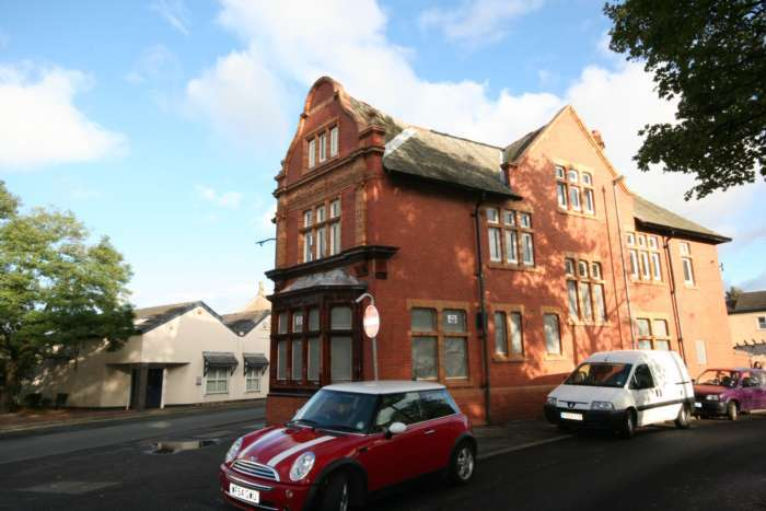 Commercial Property for rent in Latchford