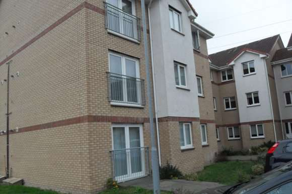 2 Bedrooms Flat for rent in Strachur Crescent, Lambhill, Glasgow, G22