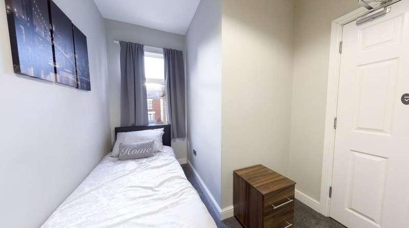 1 Bedroom Parking Garage / Parking for rent in Rockingham Road, Doncaster, South Yorkshire, DN2