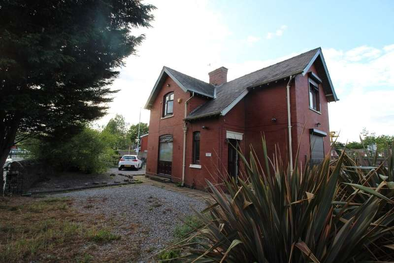 5 Bedrooms Detached House for sale in Beal Lane, Shaw, Oldham, OL2