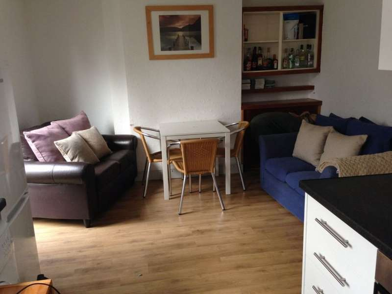 4 Bedrooms House Share for rent in Ashleigh Drive, Loughborough, LE11