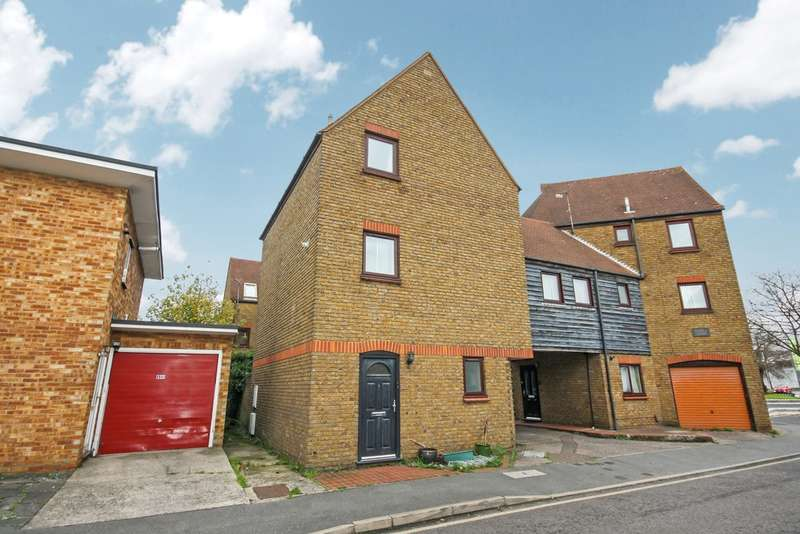 2 Bedrooms Flat for sale in Rochford Road, Chelmsford