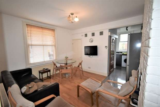 4 Bedrooms Maisonette Flat for rent in Wotton Road, London, NW2