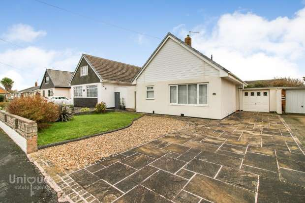 3 Bedrooms Bungalow for sale in Bristol Avenue, Fleetwood, FY7