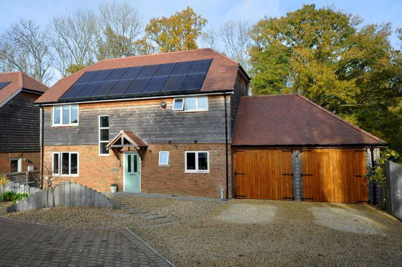 4 Bedrooms Detached House for sale in Main Road, Sandleheath, Fordingbridge, SP6 1TD