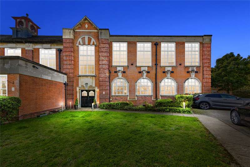 2 Bedrooms Apartment Flat for sale in Academy Square, Academy Fields Road, Gidea Park, Essex, RM2