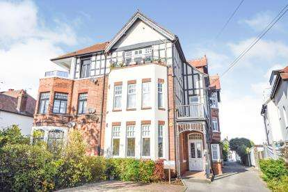 2 Bedrooms Flat for sale in Westcliff-On-Sea, ., Essex