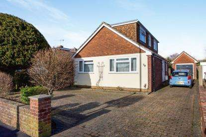 4 Bedrooms Bungalow for sale in Waterlooville, Hampshire, United Kingdom