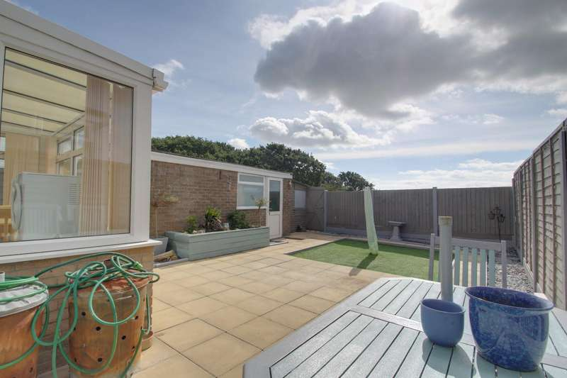 2 Bedrooms Semi Detached Bungalow for sale in Stanley Road, Clacton-On-Sea