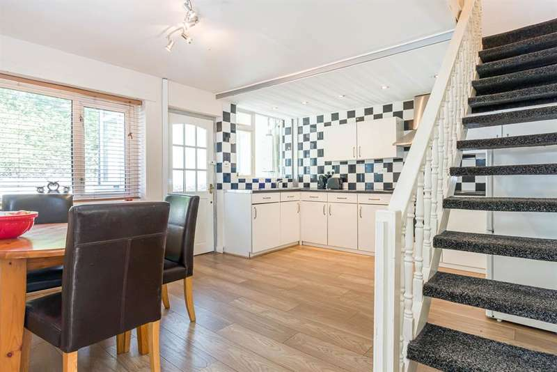 2 Bedrooms Semi Detached House for sale in Currier Lane, Ashton-under-Lyne, OL6 6TB