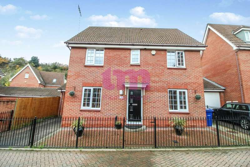 4 Bedrooms Detached House for sale in Frobisher Gardens, Chafford Hundred