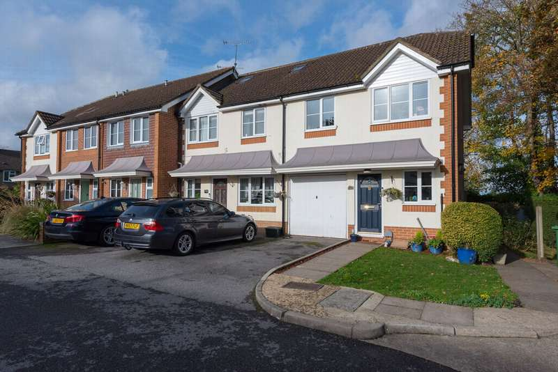3 Bedrooms End Of Terrace House for sale in Salesian View, Farnborough, GU14