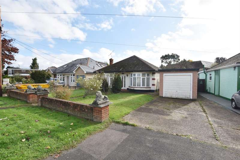 2 Bedrooms Detached Bungalow for sale in The Parkway, Canvey Island