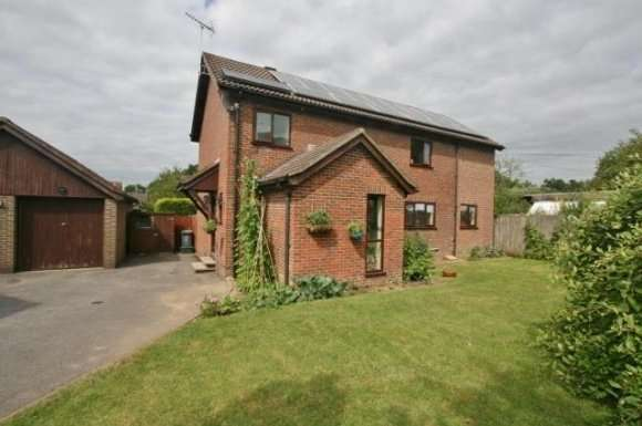 4 Bedrooms Detached House for rent in Ramptons Meadow, Tadley, RG26