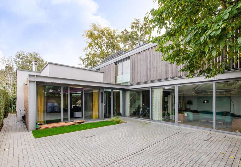 3 Bedrooms Detached House for sale in Point Hill, Greenwich, SE10