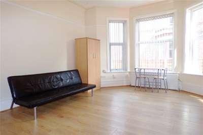 1 Bedroom Studio Flat for rent in Kennerley Road, Davenport, SK2