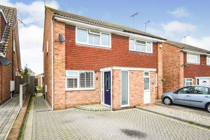 2 Bedrooms Semi Detached House for sale in Southend, Eastwood, Essex