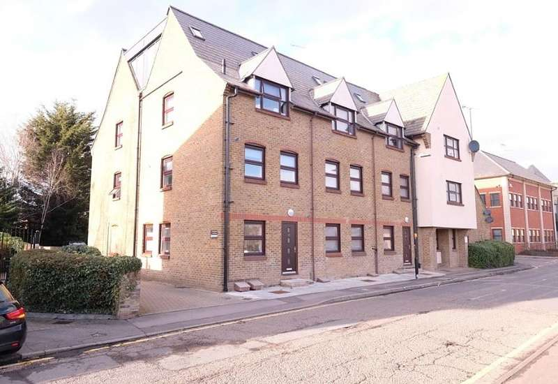 2 Bedrooms Apartment Flat for rent in Glebe Road, Chelmsford, CM1