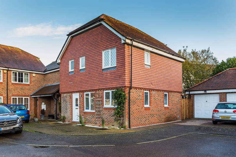 3 Bedrooms Semi Detached House for sale in Tanners Mead, Edenbridge, TN8