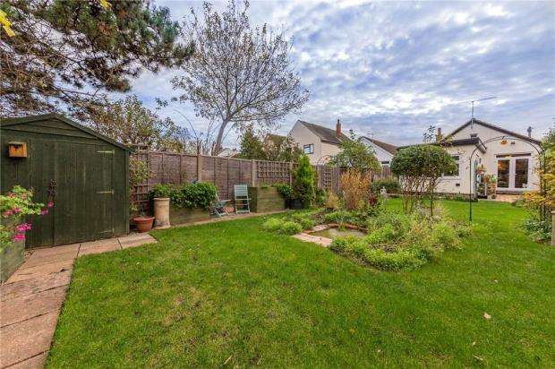 2 Bedrooms Detached Bungalow for sale in Trinity Road, Southend-on-Sea, Essex