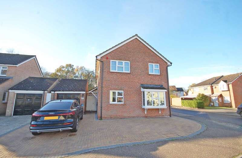 4 Bedrooms Detached House for sale in Derwent Way, White Court, Braintree, CM77