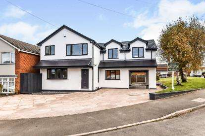 4 Bedrooms Detached House for sale in Lawnswood Avenue, Burntwood, Staffordshire