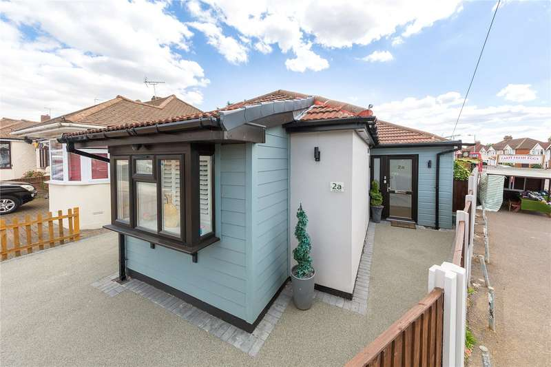 3 Bedrooms Detached Bungalow for sale in Playfield Avenue, Romford, RM5