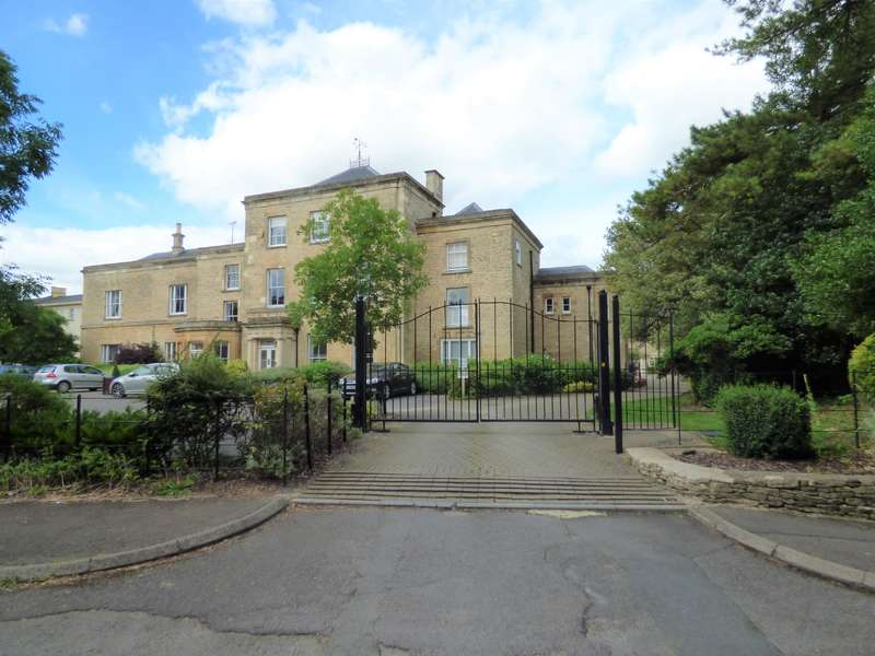 2 Bedrooms Apartment Flat for sale in Chesterton House, Cirencester