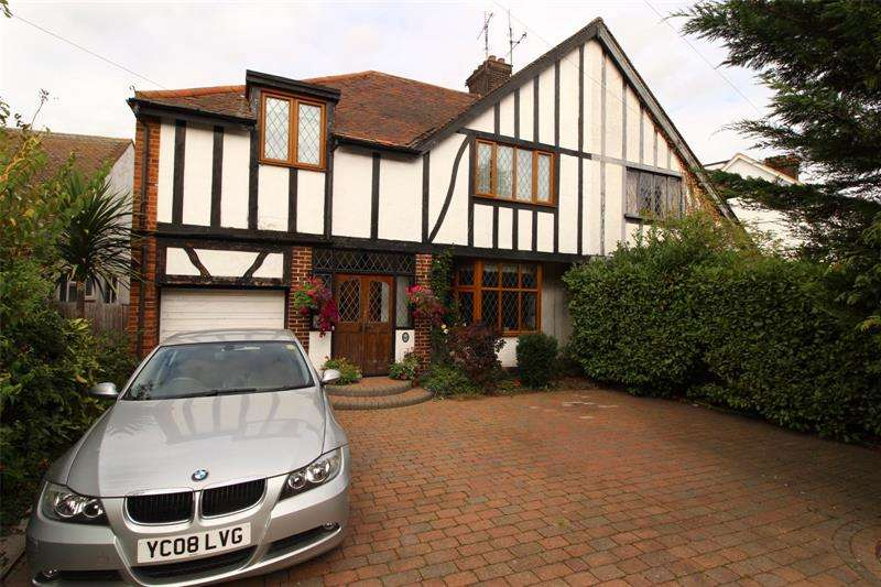 5 Bedrooms Semi Detached House for sale in Bridgwater Drive, Westcliff-on-Sea, Essex, SS0