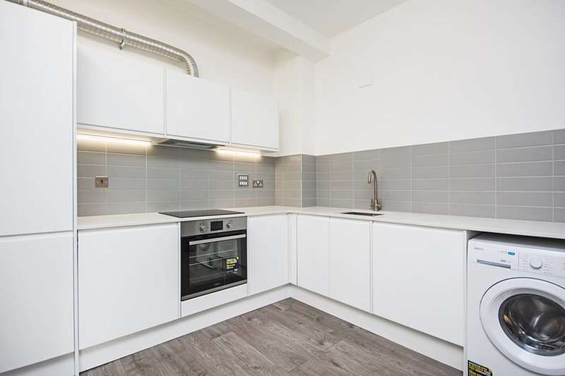 2 Bedrooms Flat for rent in Tyssen Street, Hackney, E8