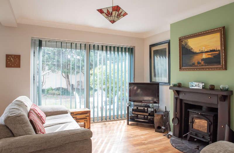 3 Bedrooms Detached House for sale in Benfleet, Essex