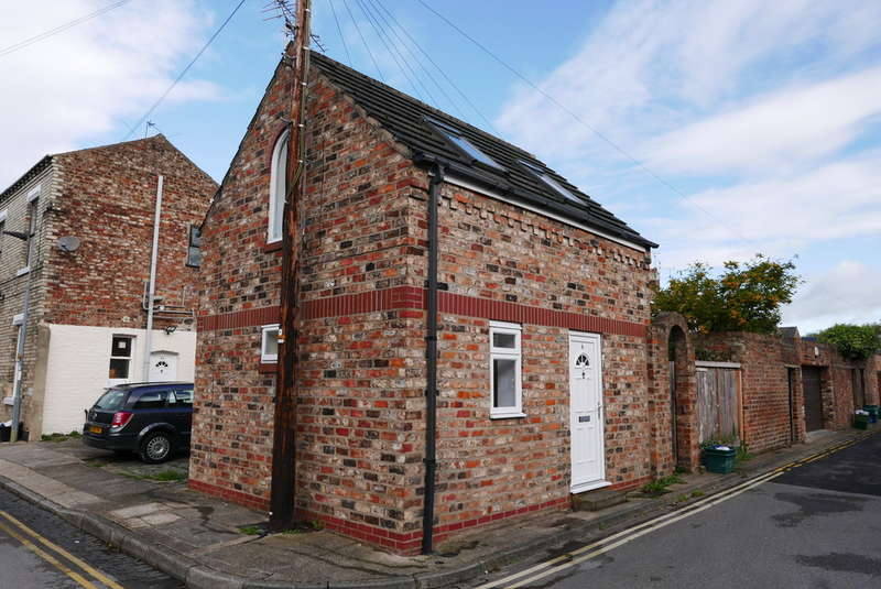 1 Bedroom Detached House for rent in Dennison Street, Huntington Road