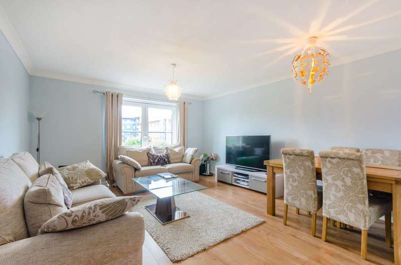 2 Bedrooms Flat for rent in Cleeve Way, Sutton, SM1
