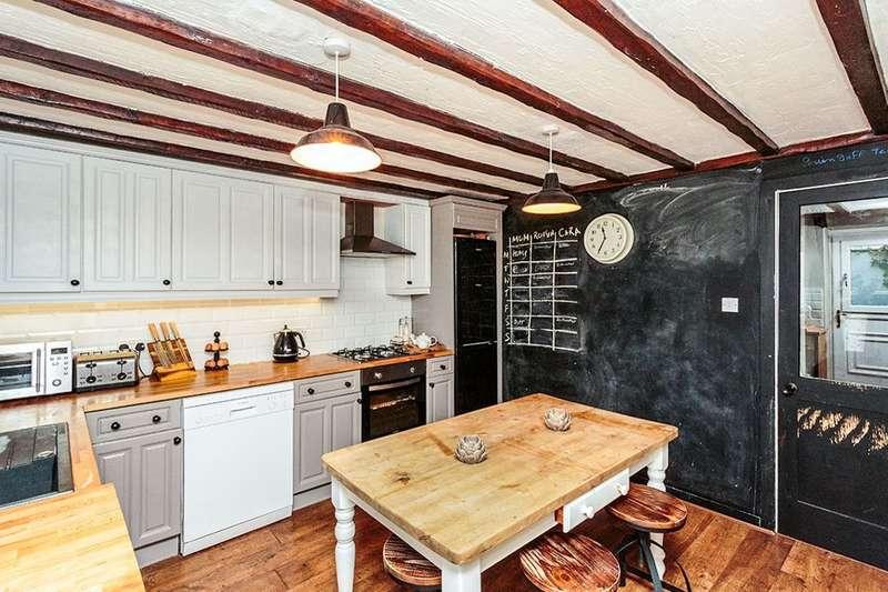 3 Bedrooms Semi Detached House for rent in Mains Lane, Poulton-Le-Fylde, FY6