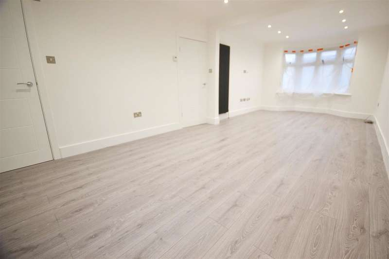 3 Bedrooms Semi Detached House for sale in St Georges Avenue, Grays