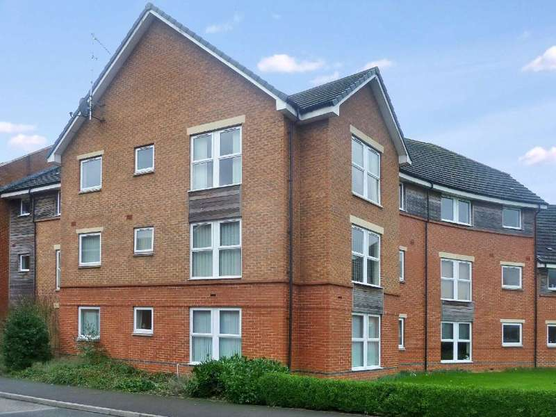 2 Bedrooms Flat for rent in Florey Court, Old Town, Swindon, Wiltshire, SN1