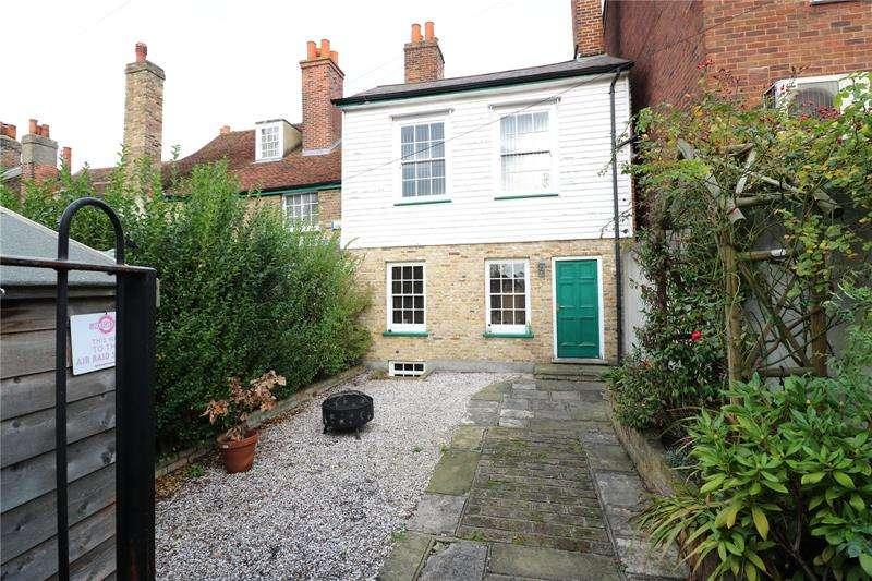 2 Bedrooms House for rent in Danehurst Court Mews, Back Lane, Rochford, Essex, SS4