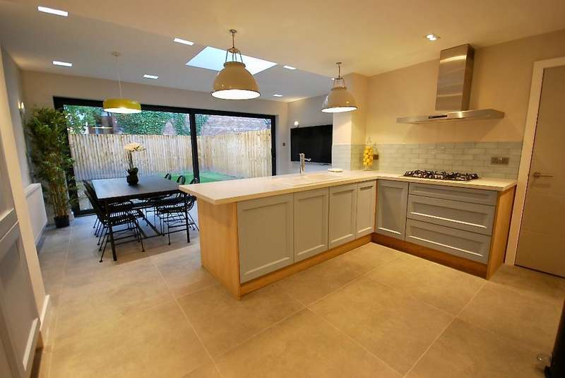 3 Bedrooms Semi Detached House for sale in Northern Grove, West Didsbury, Manchester, M20 2NW