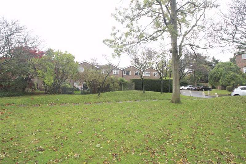 3 Bedrooms Link Detached House for sale in Rectory Green, Beckenham, BR3