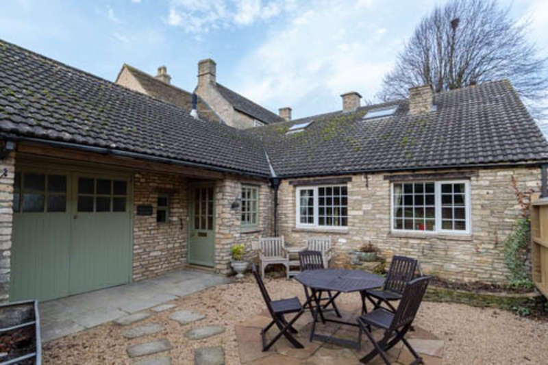 3 Bedrooms Cottage House for rent in Knockdown, Tetbury