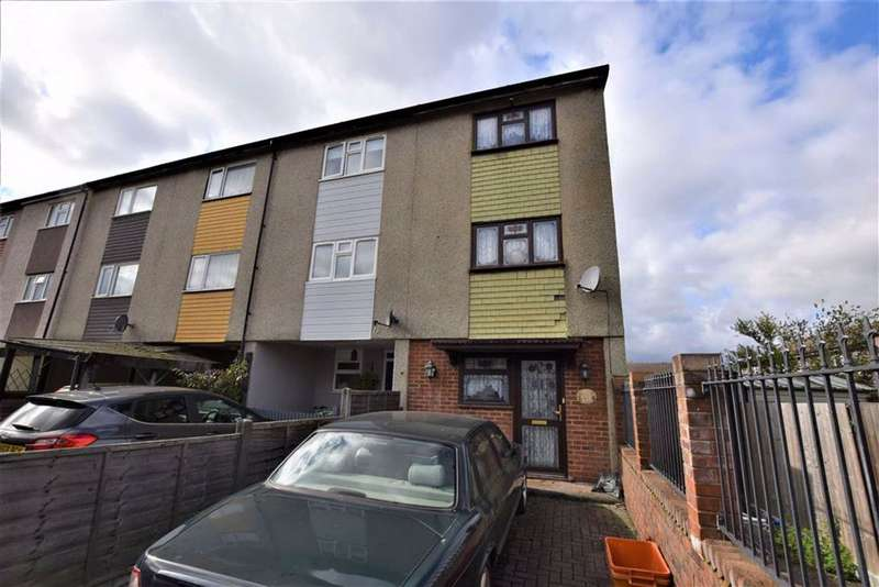 3 Bedrooms Town House for sale in Fyfields, Basildon, Essex