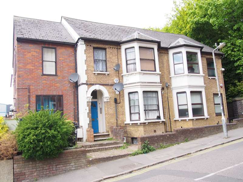 1 Bedroom Studio Flat for rent in Priory Road, High Wycombe