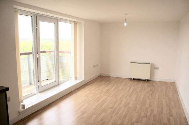 3 Bedrooms Apartment Flat for rent in 22 Lakeside Rise, Manchester, M9