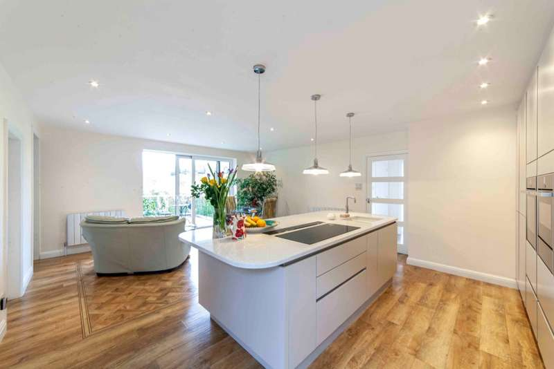 3 Bedrooms Detached House for sale in The Meadows, Grotton, Saddleworth, OL4 4LR