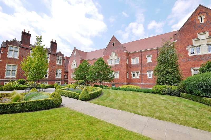 2 Bedrooms Apartment Flat for rent in Kavanagh Court, The Galleries, Warley, Brentwood, CM14