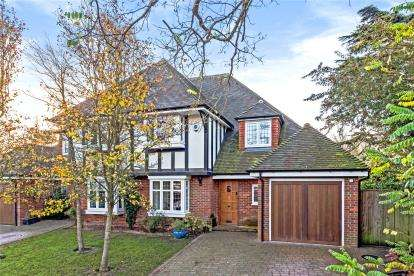 5 Bedrooms Semi Detached House for sale in Orchard Road, Bromley
